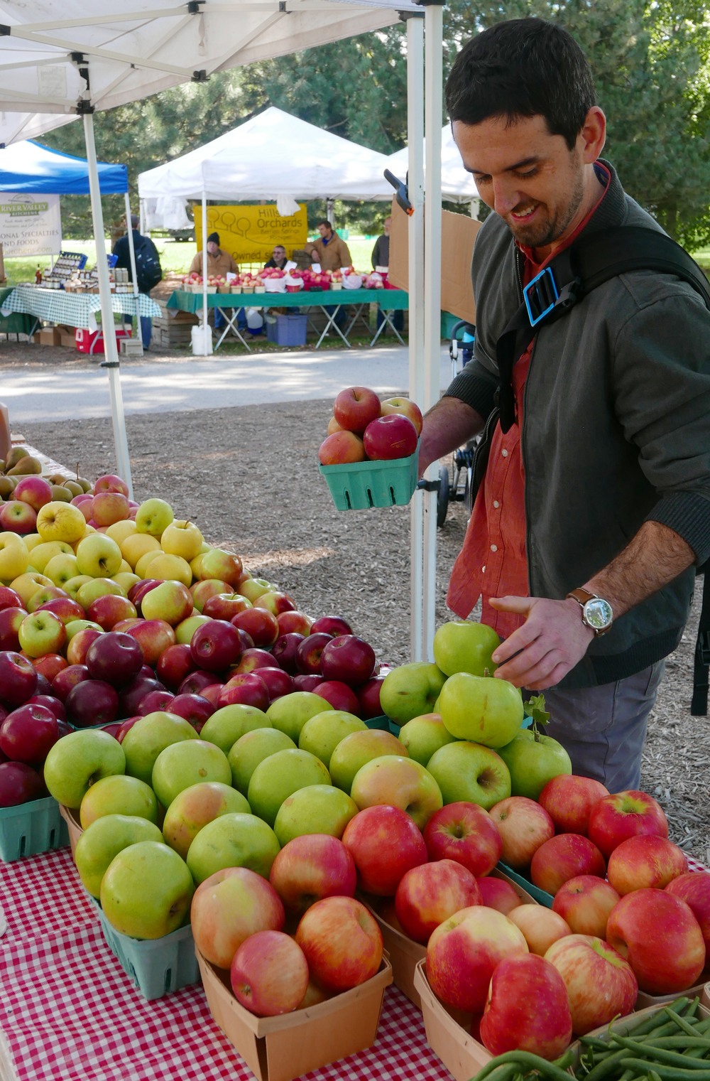 Chef Sean Spradlin picking out apples at the Mick Klug Farm stand