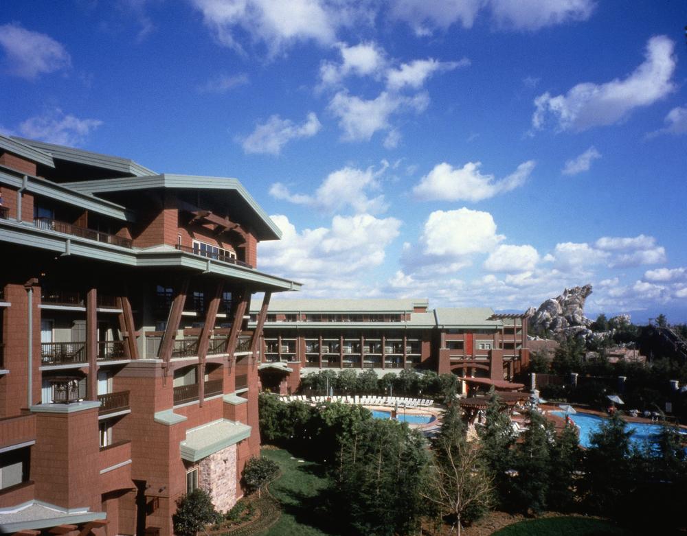 grand_californian_hotel_disney_anaheim_california_pool.jpg