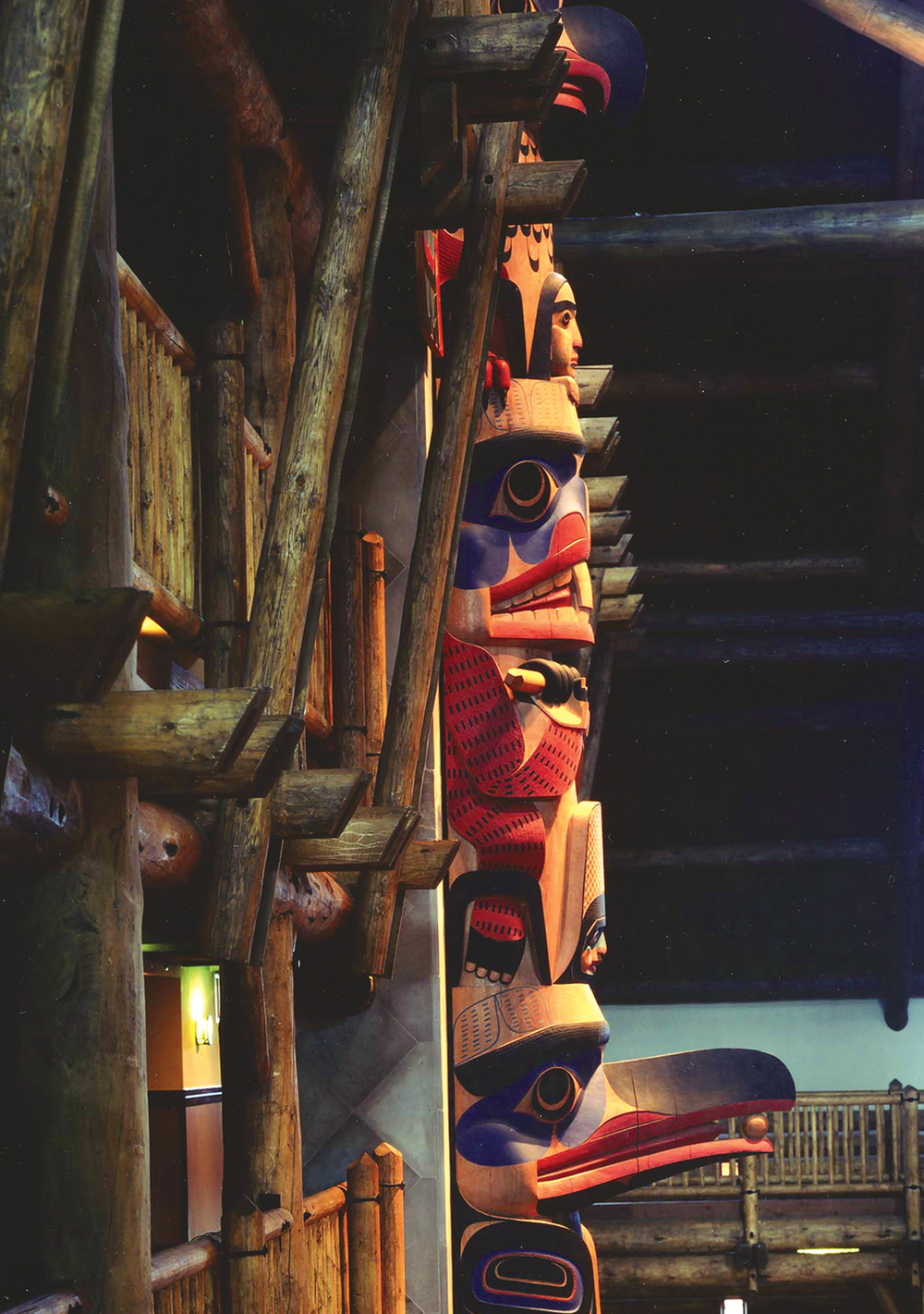 disney_wilderness_lodge_anaheim_florida_totem_pole.jpg