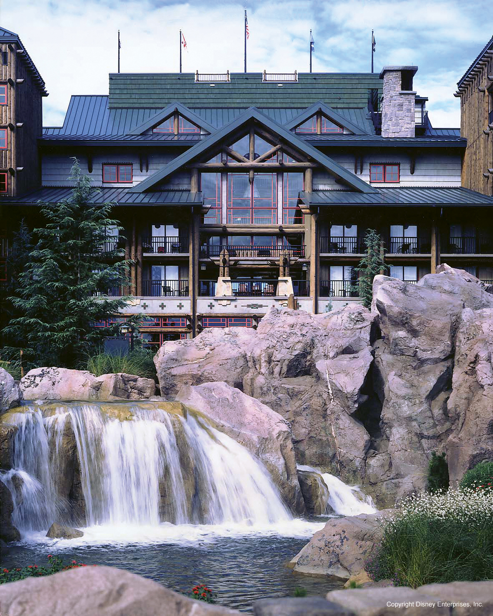 disney_wilderness_lodge_anaheim_florida_water_waterfall.jpg