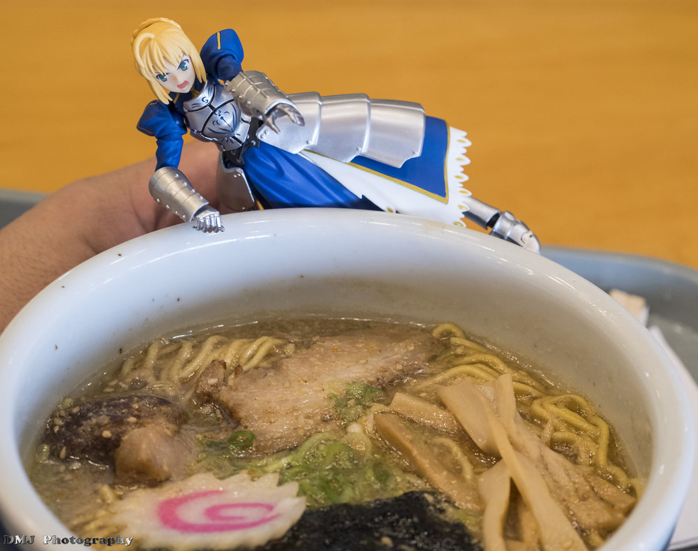 Saber-chan desperately trying to get some ramen