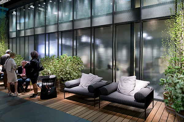living divani 39 s divine daybed and other new designs milan news 2017 space furniture. Black Bedroom Furniture Sets. Home Design Ideas