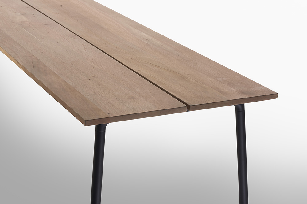 7.-Emeco-Run-Cedar-table-black-frame.jpg