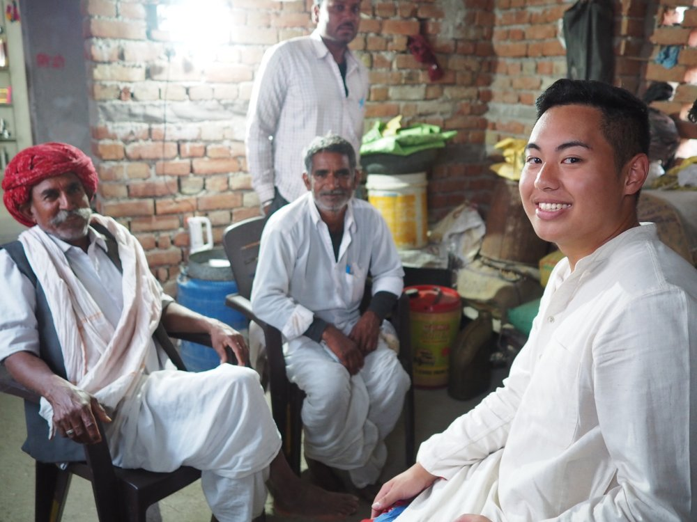 Rhojan_with_family_Rajasthan.jpg