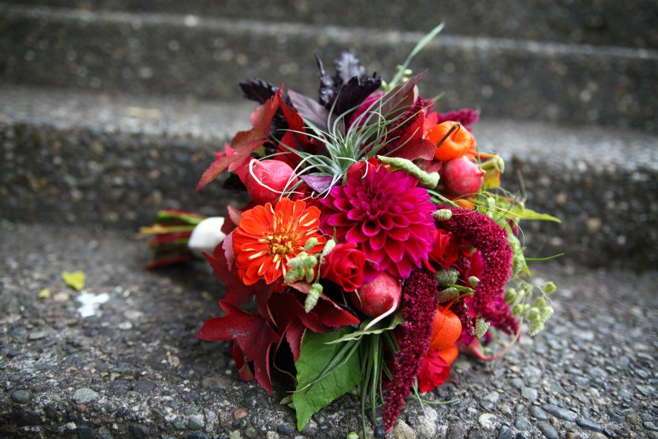 35. Bold and Unique Autumn Bridal Bouquet