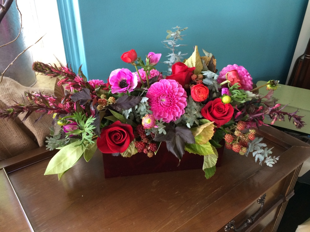 28. Rose and Berry Long Centerpiece