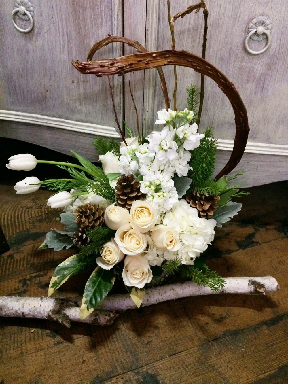66. Stylish and Natural Winter Centerpiece in white