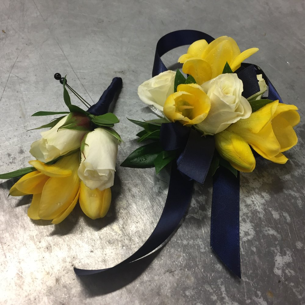 boutonniere, corsage, prom boutonniere and corsage, wedding boutonniere and corsage, yellow spring wedding flower