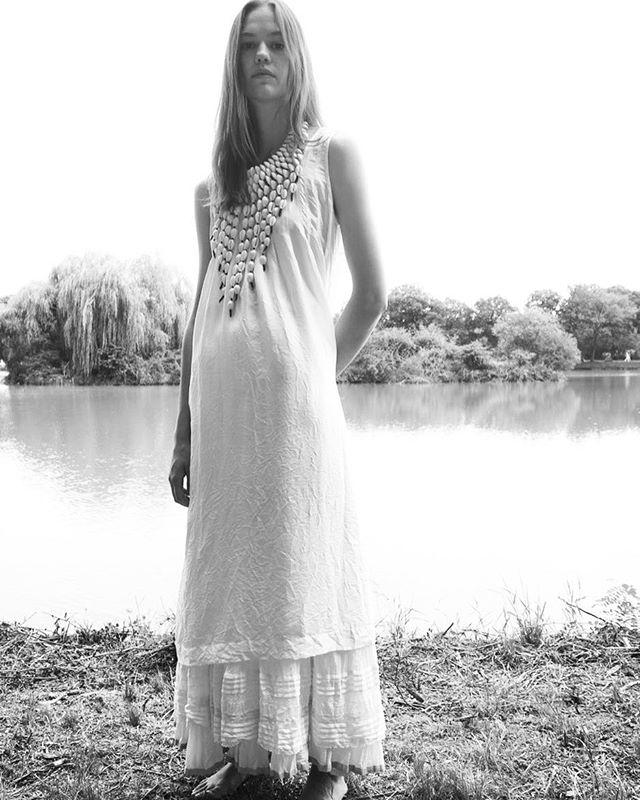 ZEZE Collective launches a new collection of natural white clothing and jewellery for kundalini yoga, meditation, ceremonies and all sacred gatherings.  @jennystormyoga @luigi_vi  #zezecollectivethread #weavingdivinityintomatter #whiteonwhite #ceremonialdress #increaseyourauricfield #kundaliniyoga #khadicotton #bana #naturalmaterials #postwhitetantrashoot
