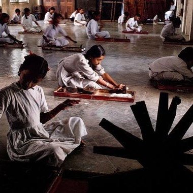 Students of Gujarat Vidyapith university, founded in 1920 by Mahatma Ghandi, spin cotton for Khadi cloth. Ahmedabad, Gujarat, 1996. Photo by Steve McCurry #weavingdivinityintomatter #khadicotton #handwoven #handspun #zezecollectivethread