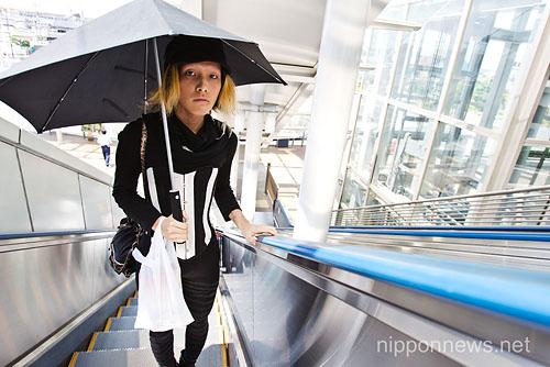 mao-sugiyama-escalator