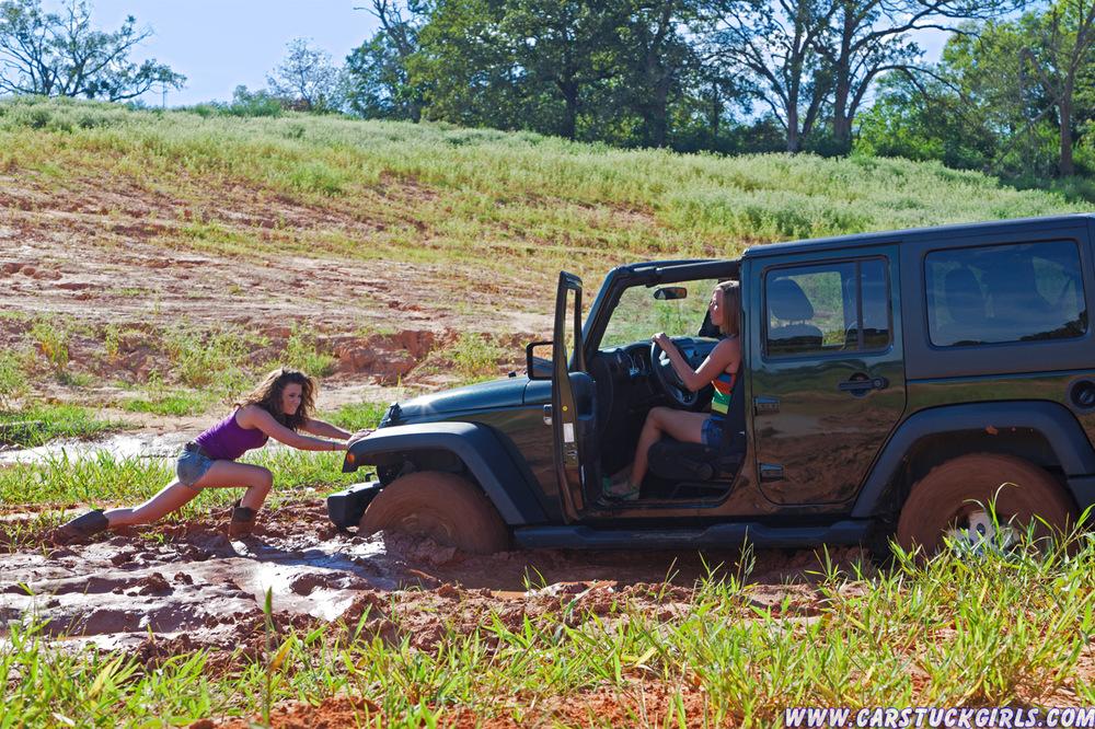 stuck_car_stuck_girls_015