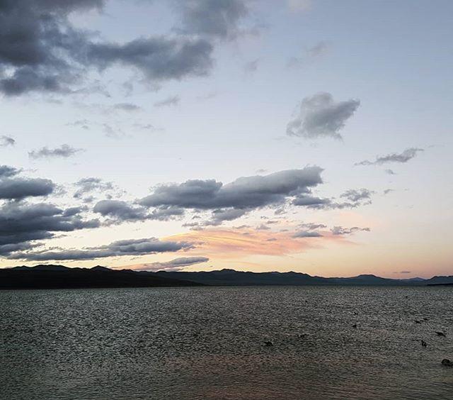 On the horizon... . . . #photographyeveryday #photographysouls #photography #laphotographer #nature #lake #sunrise #mountains #justgoshoot #wanderlust #quickshots #teamcanon