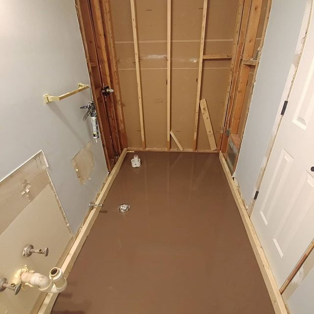 Does your installer just accept the floor as it is or does he ensure that it is flat and level to industry standards? This floor had hills and valleys and slopes and everything in between. Now it is flat and level to 1/16th of an inch.  #selfleveling #industrystandard #porcelaintile #marbletile #bathroomremodel #remodel