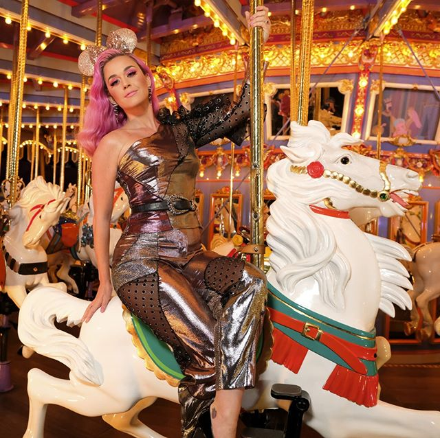 we're so ready to take an enchanting ride with @katyperry towards disney night on @americanidol 💖 tune in to hear some of your fave songs tonight at 8e|5p on ABC! 🎤
