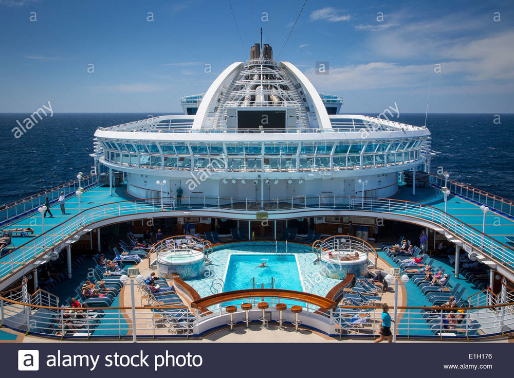 mid-ship-pool-on-board-emerald-princess-cruise-ship-at-sea-on-the-E1H176.jpg