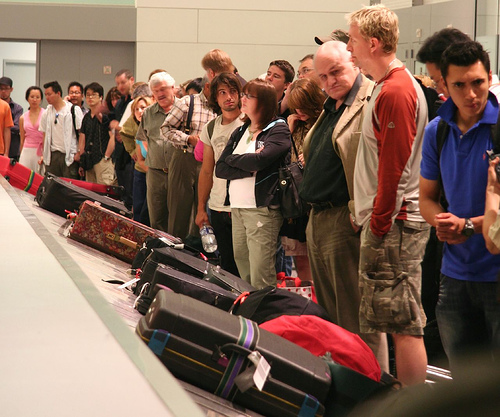 baggage-claim-crowd2.jpg