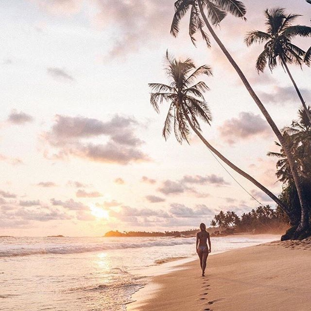 Our favorite time of day! Island sunsets are the best! 🌅💛 #nalubowls #sunsetlovers #islandvibes via @doyoutravel