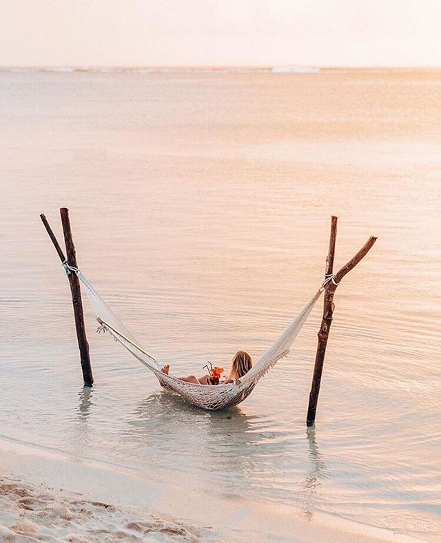 Sunday hammock hangs! Yes, please! 💆🏽🙋🏽 #nalubowls #islandlife #islandvibes via @gypsea_lust