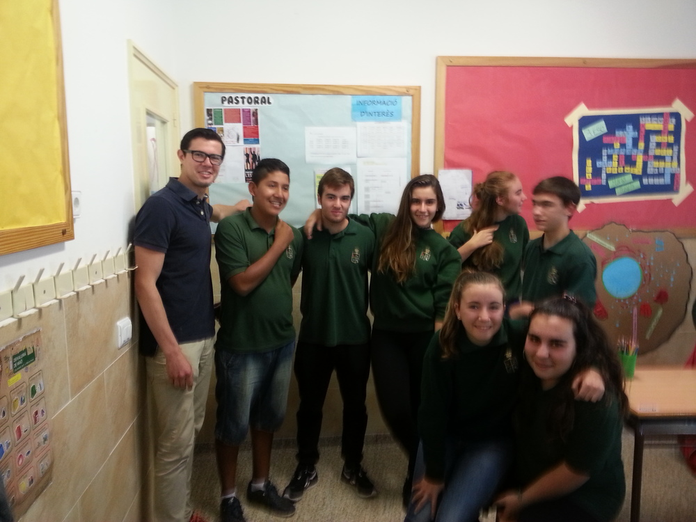 Some of the 3rd ESO* students asked to take a photo with me. It probably turned out way better on their iPhone but I couldn't risk giving out my phone number or email to get a copy :p. How about that teacher outfit though? *3rd grade secondary, aka 9th graders, aka freshmen