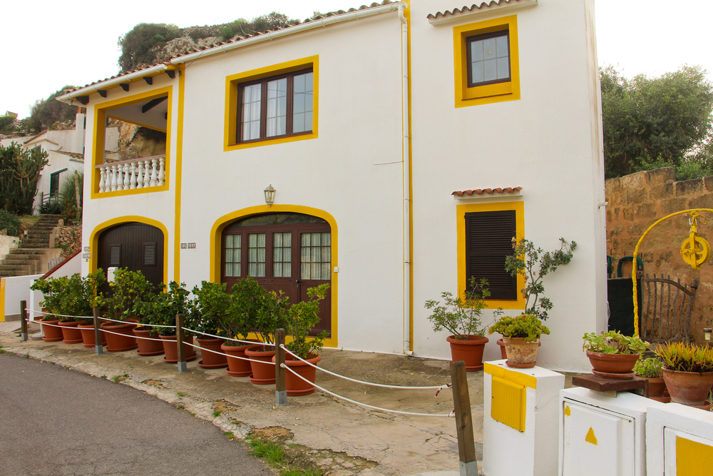 diggin' the yellow. the had everything painted to match, including rocks and electrical boxes