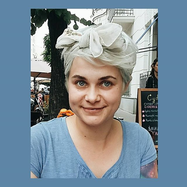 Whoa! So lovely! Agnes has beautiful silver hair tied in a perfectly matched white/silver scarf! Thank you Agnes for your #hairspiration! #heysister #allnaturalhairconditioner #behindthescenes #hairspiration #hairinspiration #haircare #naturalhair #naturalbeauty #allnaturalhair #allnaturalhaircare #hair #beauty #beautifulhair #toxinfree #crueltyfree #plantbased #vegan #familybusiness #streetstyle #warsaw #thefutureisfemale #onlinestore #zurich #switzerland #warsawstreetstyle
