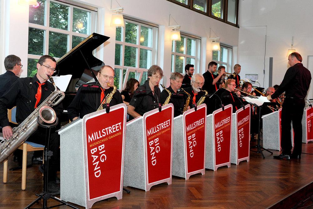 Die Big Band der Musikschule Ismaning umrahmte die Ehrungsveranstaltung mit beschwingten Liedern und sorgte für beste Stimmung bei den anwesenden Gästen.