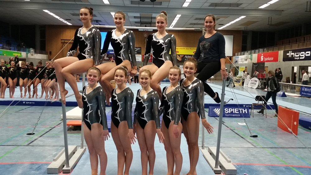 Auf dem Foto: oben von links:Tamara Stadelmann, Lara Schneider, Theresa Dorn, Amelie Baumann, unten von links:Sarah Schütz, Lia Urban, Chiara Kern, Lena Markgraf, Vassilia Inioutis.