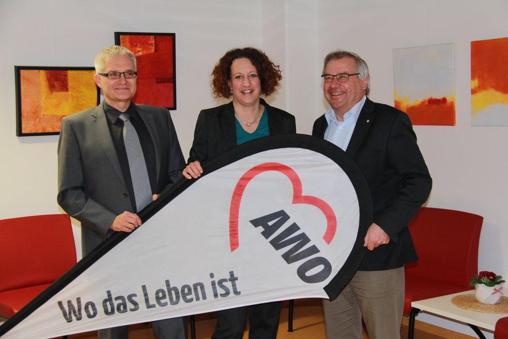 Max Wagmann (r.), Vorsitzender des Präsidiums, mit den Vorständen Annette Walz und Michael Germayer.