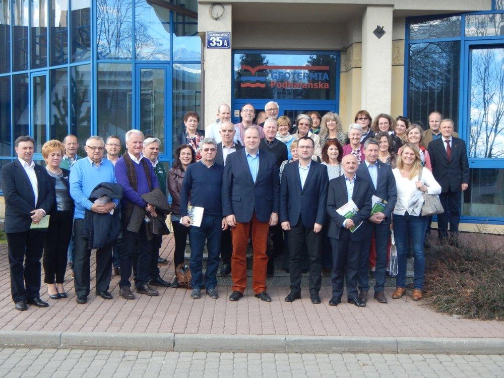 Die deutschen und polnischen Partner vor dem Hauptsitz der Geothermieanlage Podhale in Zakopane