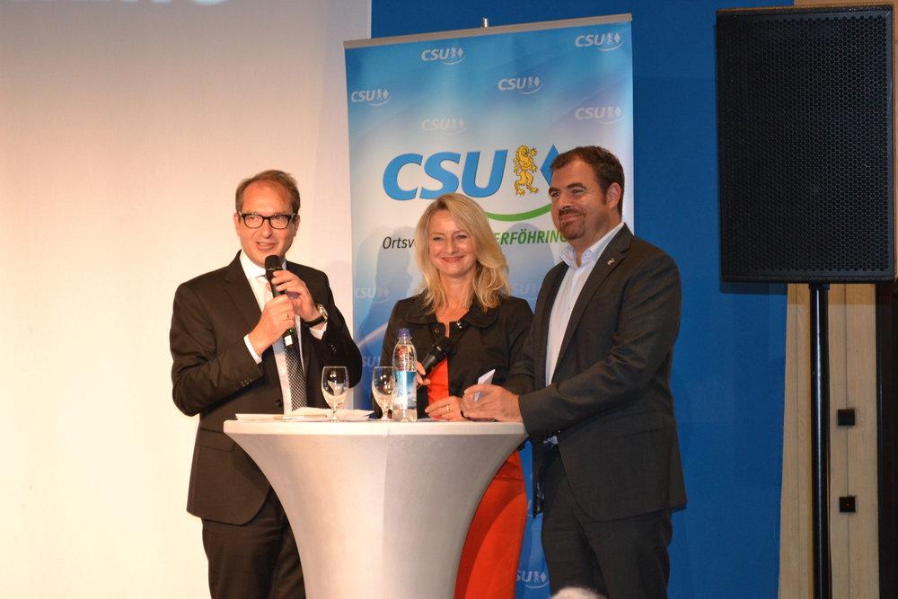 V.l.n.r.: BM Alexander Dobrindt MdB, Unterföhrings CSU-Chefin Betina Mäusel, Florian Hahn MdB.