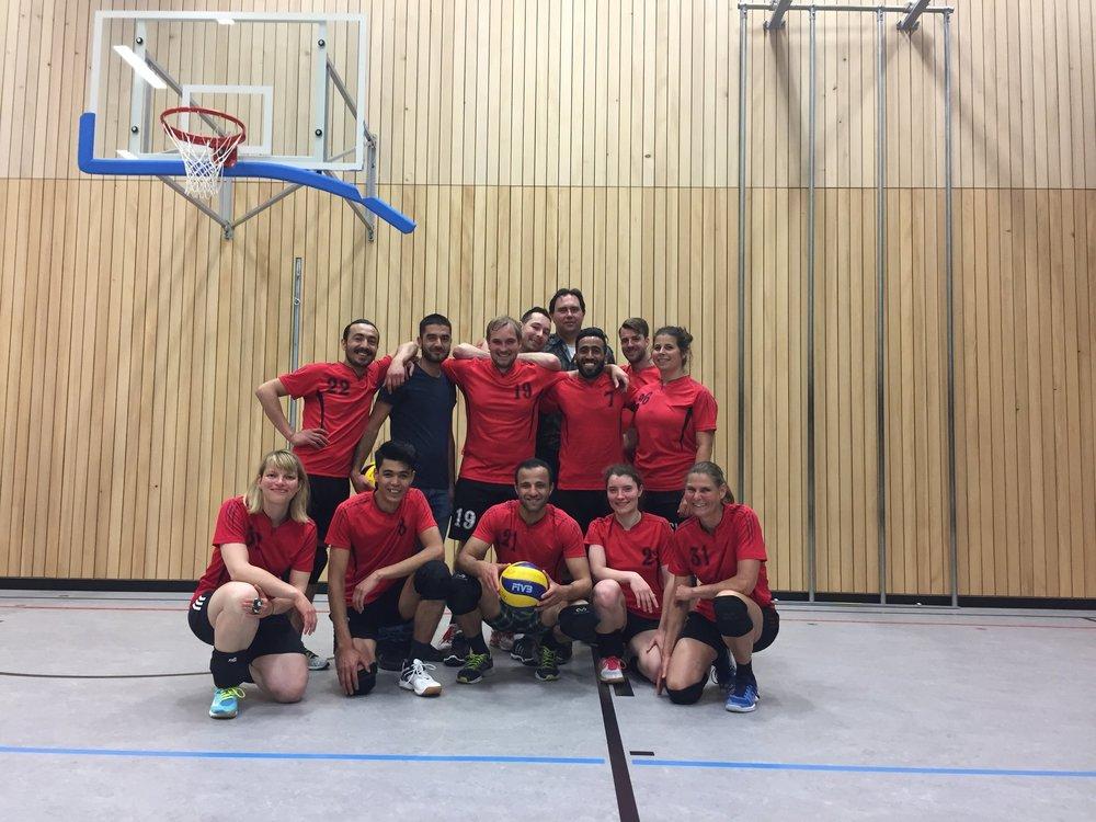 2018 05 15 TSV Unterföhring Volleyball Aufstieg Servus und Salam.jpg