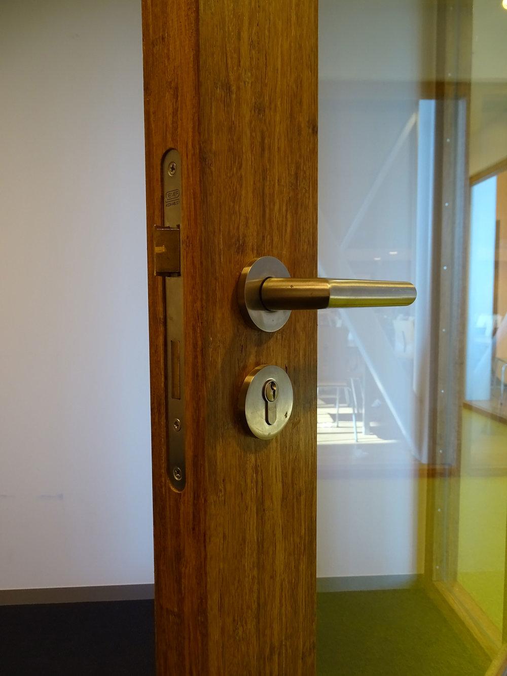 KOSA-bamboo-deur-beslag.jpg