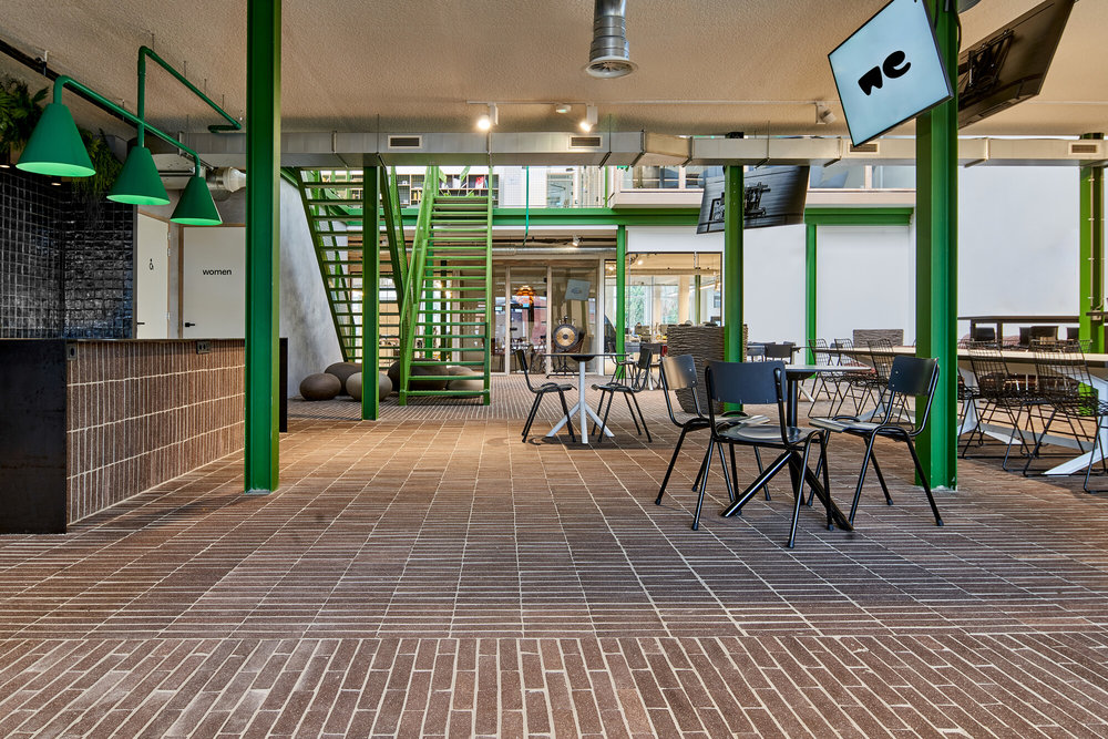 Circular flooring of bricks from waste