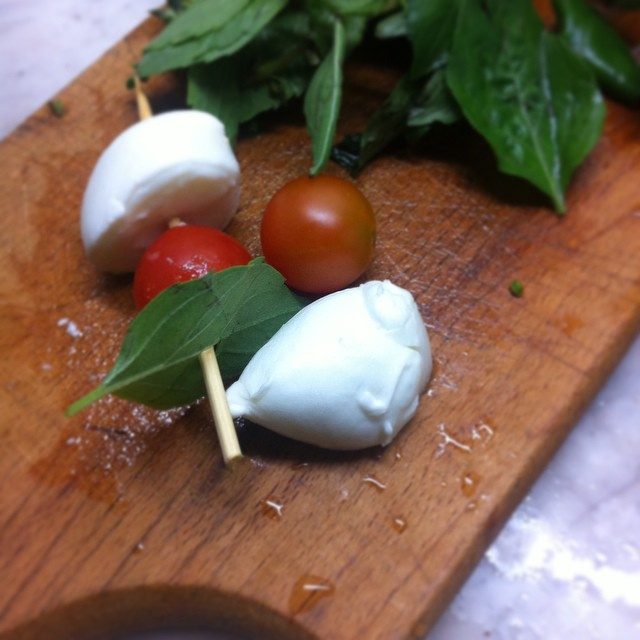 Healthy and Simple Caprese Salad