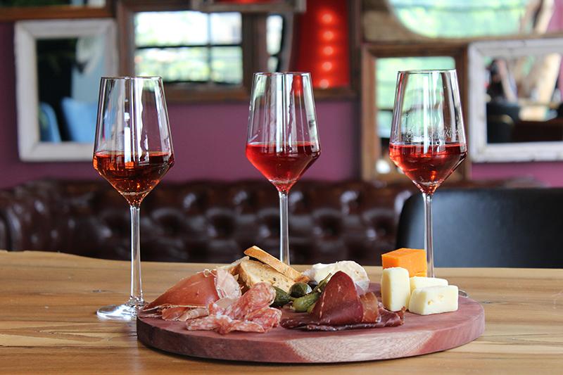 wine flight at vidrio