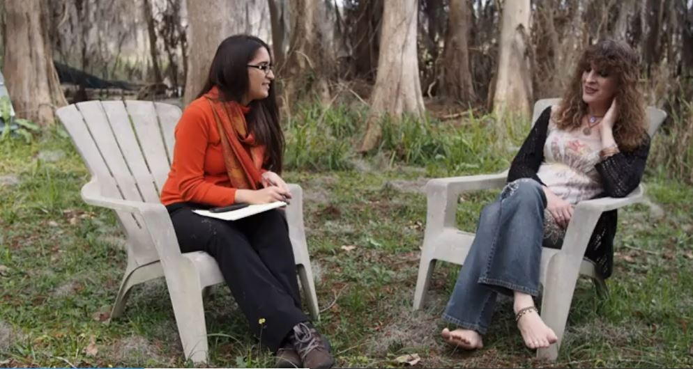 """CRA Project Manager Nathalie McCrate and Master Artist/SAW InstructorJustine """"Barefoot"""" Andersen talk comicsat Newnans Lake."""