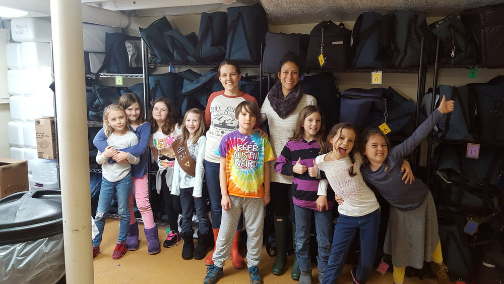 Brownie Troop 1-23-17 bag cleaning 1.jpg
