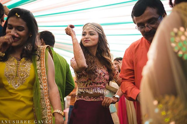 Saloni & Prasad, Alibaug  Saloni's pretty sister dancing for the day Sangeet and Mehendi. I wonder why aren't there more Day Sangeet.  Shot for @theweddingsalad  #anushreegavas #theweddingsalad #candidphotography #coupleportraits #lookslikefilm #junebugweddings #mumbaiweddinhphotographer #punephotographer #rajasthan #candidwedding #weddingphotography #photooftheday  #indianwedding #instawedding #couplegoals #iamnikon #nikon #coupleportrait #destinationwedding  #destinationweddingphotographer #asianwedding  #indianbride @nikonindiaofficial @sigmaphotoindia @punephotographylovers @photographersatpune @maharashtrian_wedding