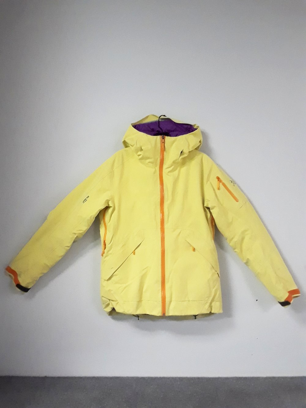 This one and done insulated Arcteryx jacket will have you covered on those frigid days out on the mountain. Equipped with a powder skirt, pit zips, and Gore Tex Pro fabric you'll have zero complaints on those inverted days. The size is a women's medium and we have her priced at $289