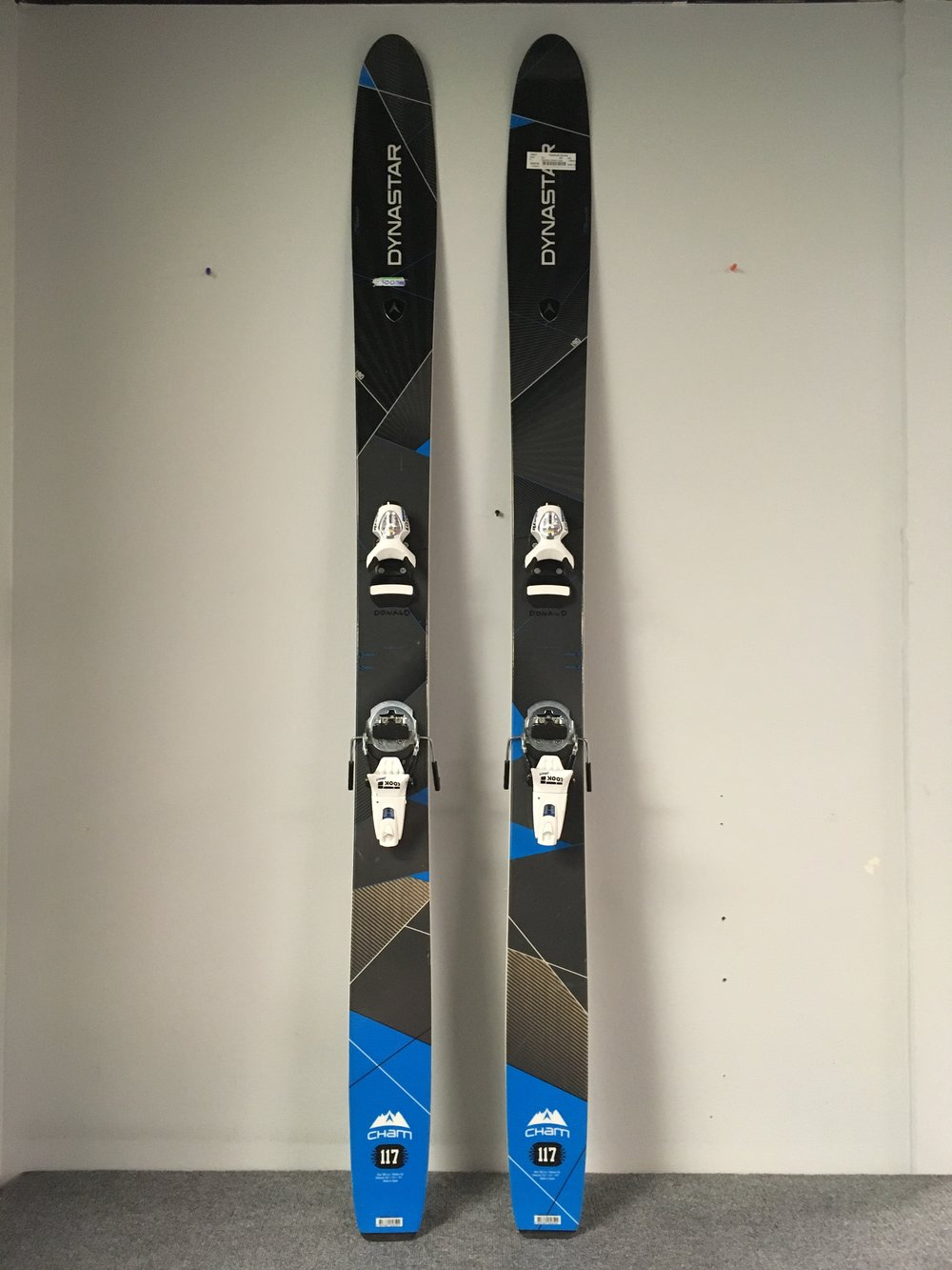 Get yourself some big sticks! The 2015 190 Dynastar Cham 117  with Look Pivot 18's definitely won't disappoint any big mountain skier. The complete setup brand new would cost well over $1,000 but we can get you out there for $449!