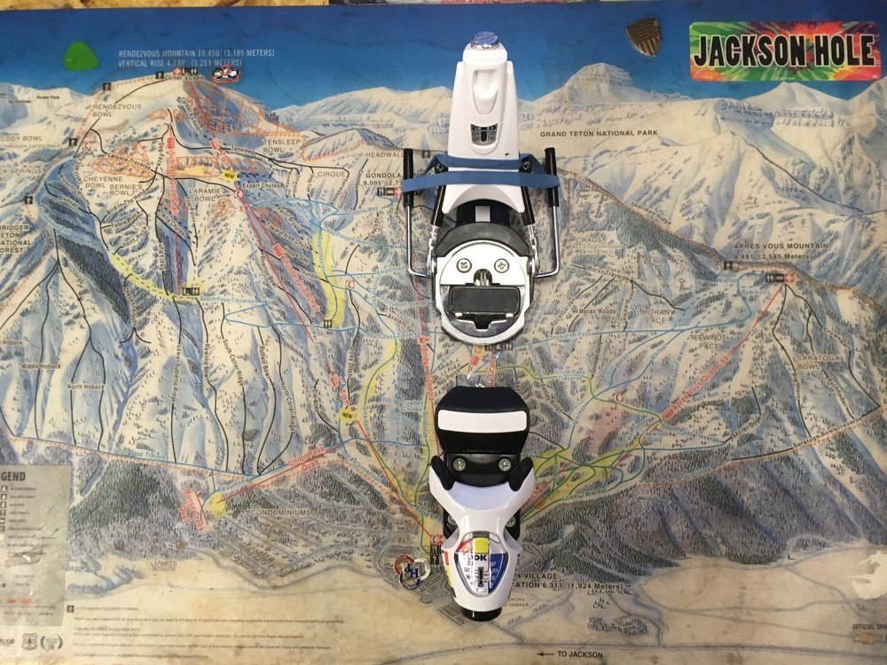 The Look Pivot 18 offers instant power transmission, ski control, and the most effective shock absorption for confident retention and release. Retail is listed at $475 but we can you skiing for $219! The bindings are brand new and has a 115mm brake.