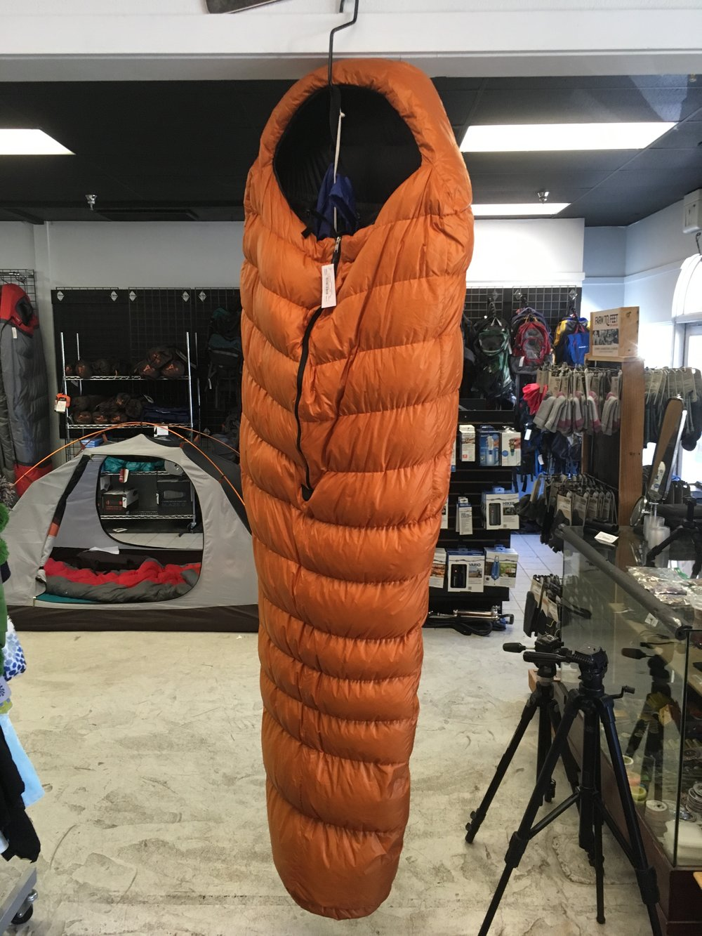 "Stay warm with Valandre's La Fayette 850+ fill down sleeping bag. The manufacturer ""extreme"" temperature rating is 5'F/-15'C and the weight is around 1,000 grams. We can get you hiking for $400!"
