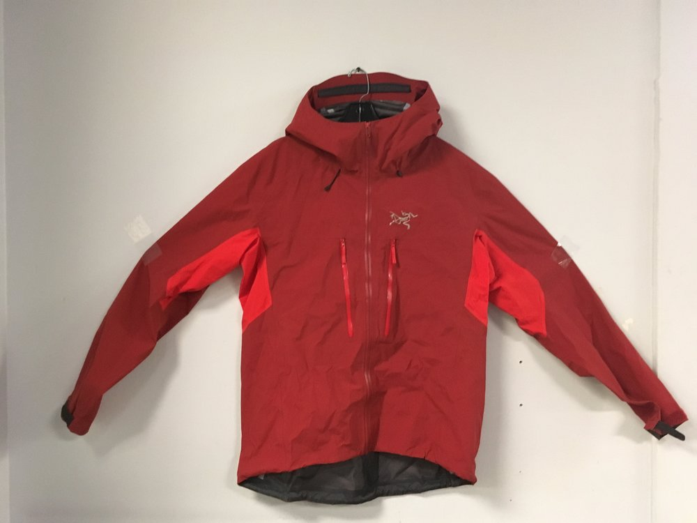 The Arcteryx Procline Comp is the perfect alpine shell! By using Gore-Tex Windstopper fabric the Procline provides the best weather protection and thermal management. Retail for the jacket is listed at $425 but we got you covered at $179. The size is a men's XL.