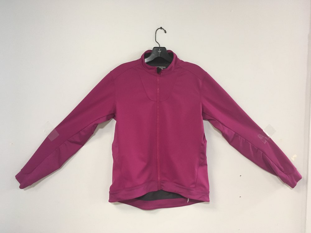 Layer it up with this awesome softshell from Arcteryx. The jacket features windstopper fabric and is fleece lined so you'll be warm while keeping the wind at bay! Retail for the piece is anywhere between $100 - $140 but we got you covered at $50! The size is a women's large