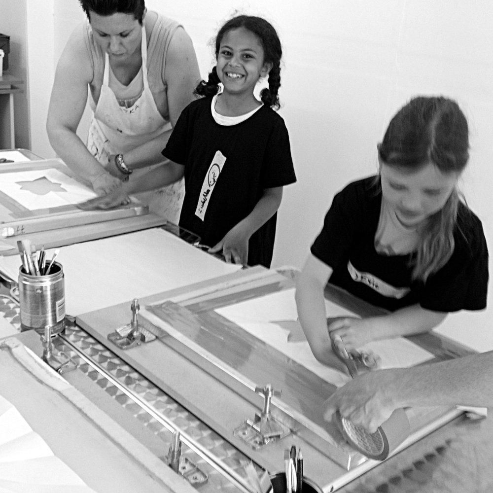 Jane_Bain_kids_printing_workshop_03bw.jpg