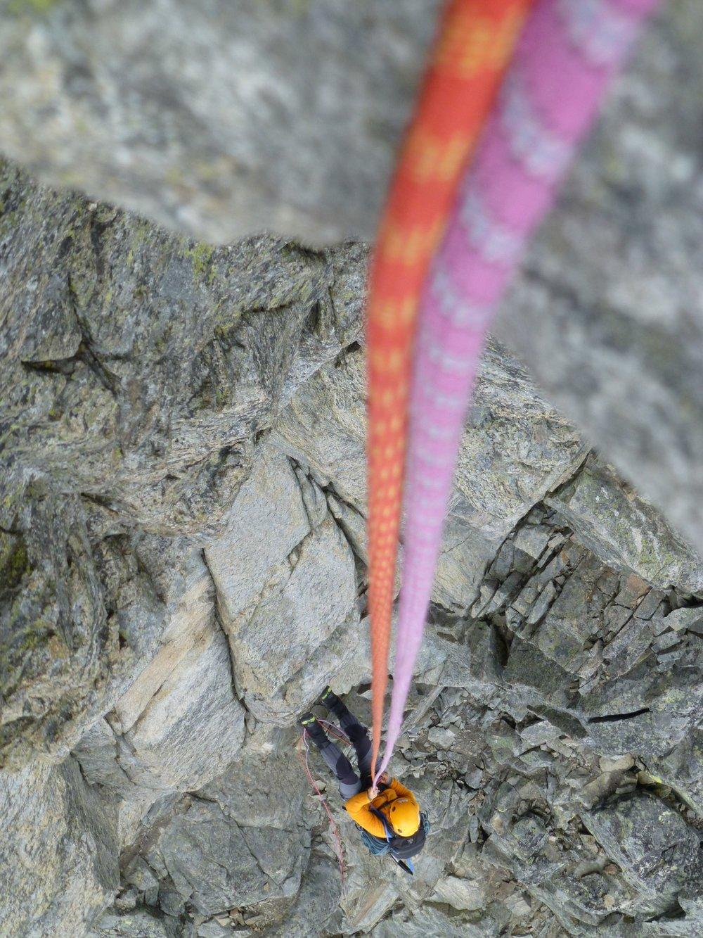 Rappellering er noe av det vi gjør både på klatrekurs og på guida turer..jpg