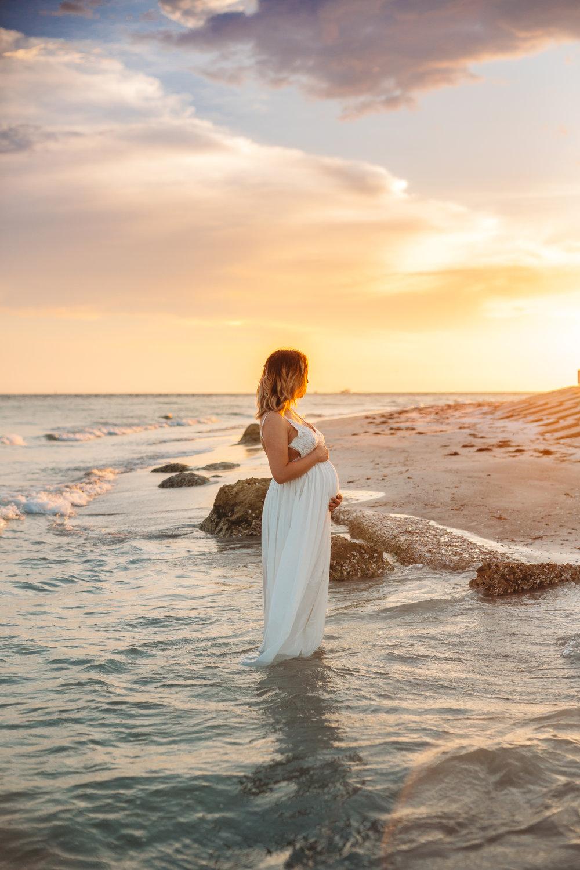 Beach Maternity photo's, Sunset photographer, St. Pete FL