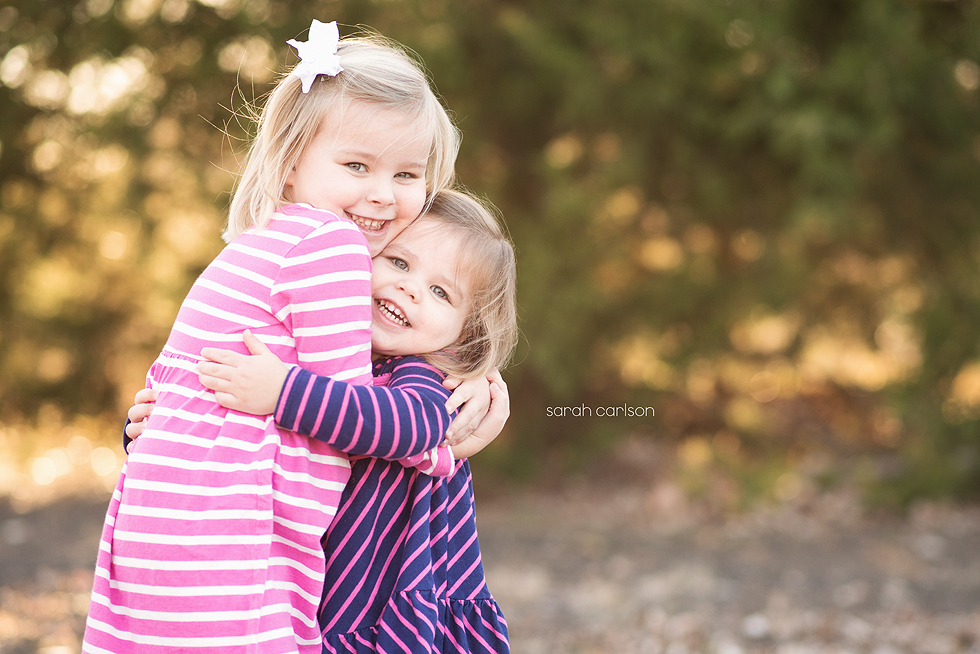 sister_hugs