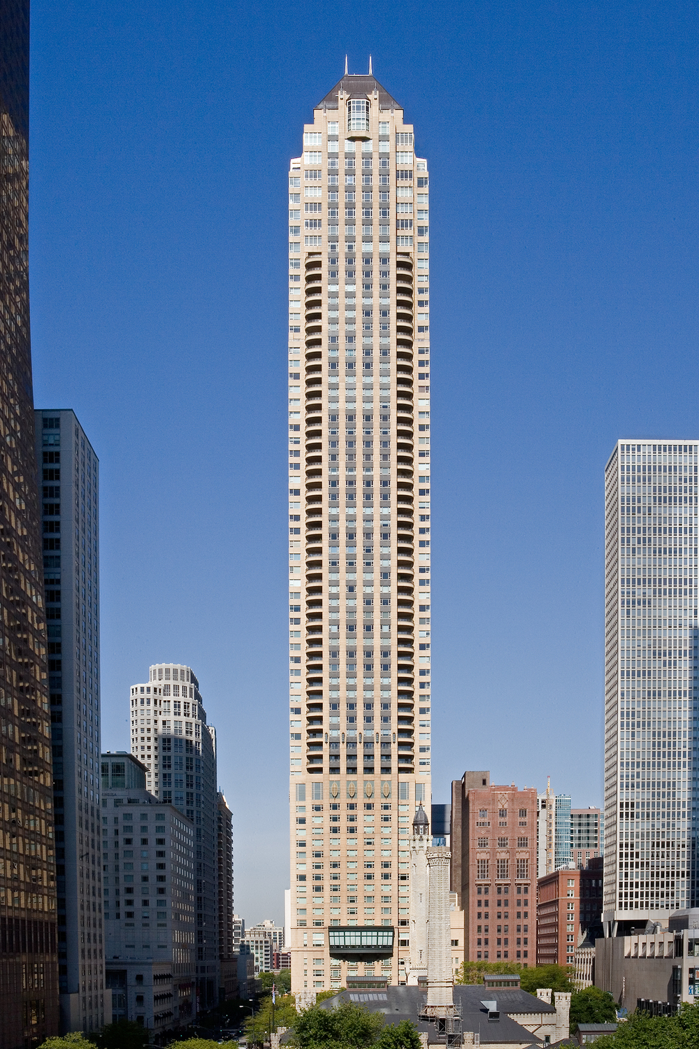 Park Tower / Chicago / Lucien Lagrange